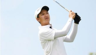 Rookie Carlos wards off Bayron, clings to 1-shot lead